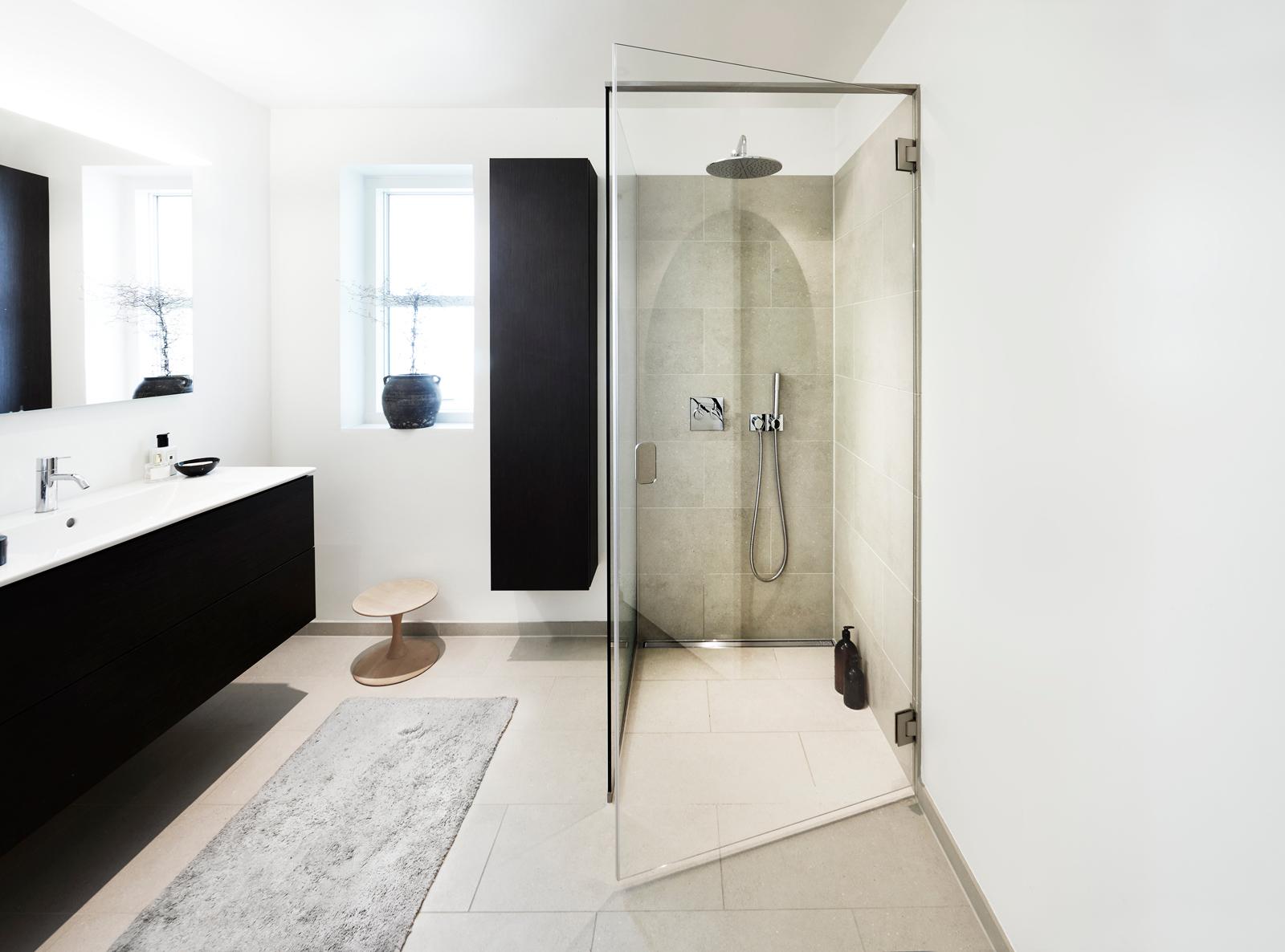 Das Vollendete Badezimmer Wird Erst Mit Großen Fliesen Und - Wie schwer sind fliesen
